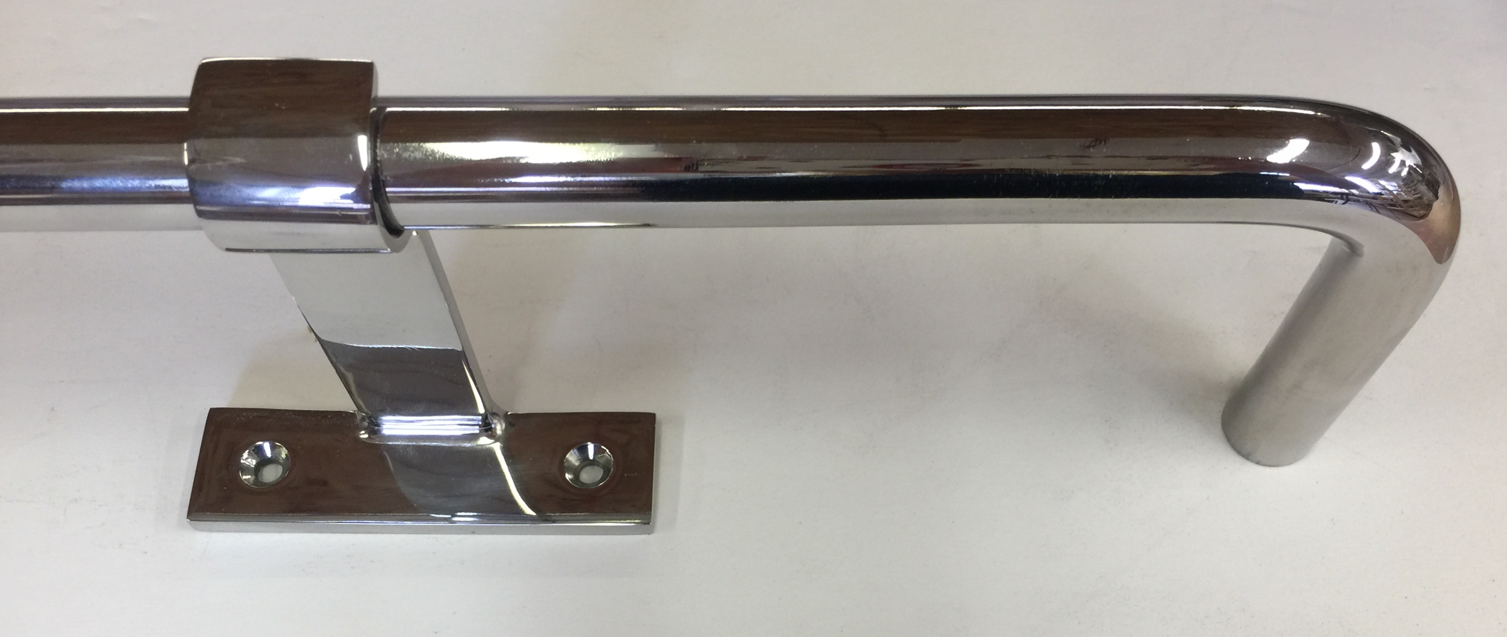 Polished Stainless Steel Rod with Smooth Elbow Return & Bracket with Horizontal Back Plate